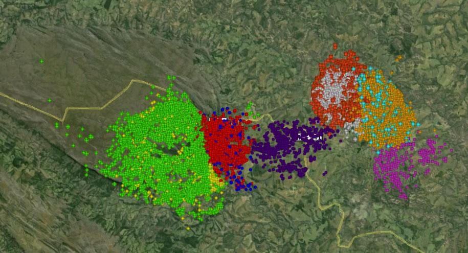 Mapa de localizações de 10 lobos na região da Serra da Canastra (cada lobo é identificado por uma cor) de 2007 a 2013. Cada ponto se refere a um lugar de ocorrência de cada indivíduo.